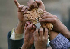 hands-grabbing-bread-egypt2.jpg