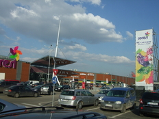 200.000 de vizitatori in weekendul deschiderii Coresi Shopping Resort