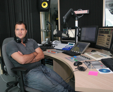 Huidu lucreaza in radio din 1995