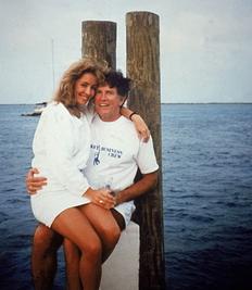 Democratul Garry Hart si prietena sa